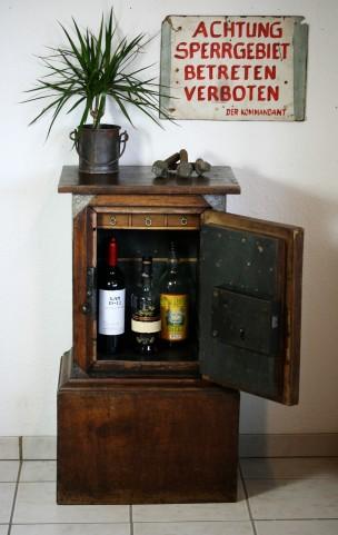 https://www.ricardo.ch/kaufen/antiquitaeten-und-kunst/antikes-mobiliar-und-einrichtung/schraenke/tresor-safe-panzerschrank-mitte-19-jh/v/an958416528/