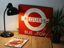 https://www.ricardo.ch/kaufen/sammeln-und-seltenes/reklame-und-werbung/schilder/emailschilder/groesseres-emailschild-london-bus-stop/v/an955367038/