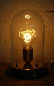 https://www.ricardo.ch/kaufen/antiquitaeten-und-kunst/antikes-mobiliar-und-einrichtung/designklassiker/60er-und-70er-jahre/schreibtischlampe-dekolampe-glashaube/v/an952626816/