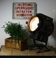 https://www.ricardo.ch/kaufen/antiquitaeten-und-kunst/antikes-mobiliar-und-einrichtung/designklassiker/40er-und-50er-jahre/theaterscheinwerfer-scheinwerfer/v/an960723078/